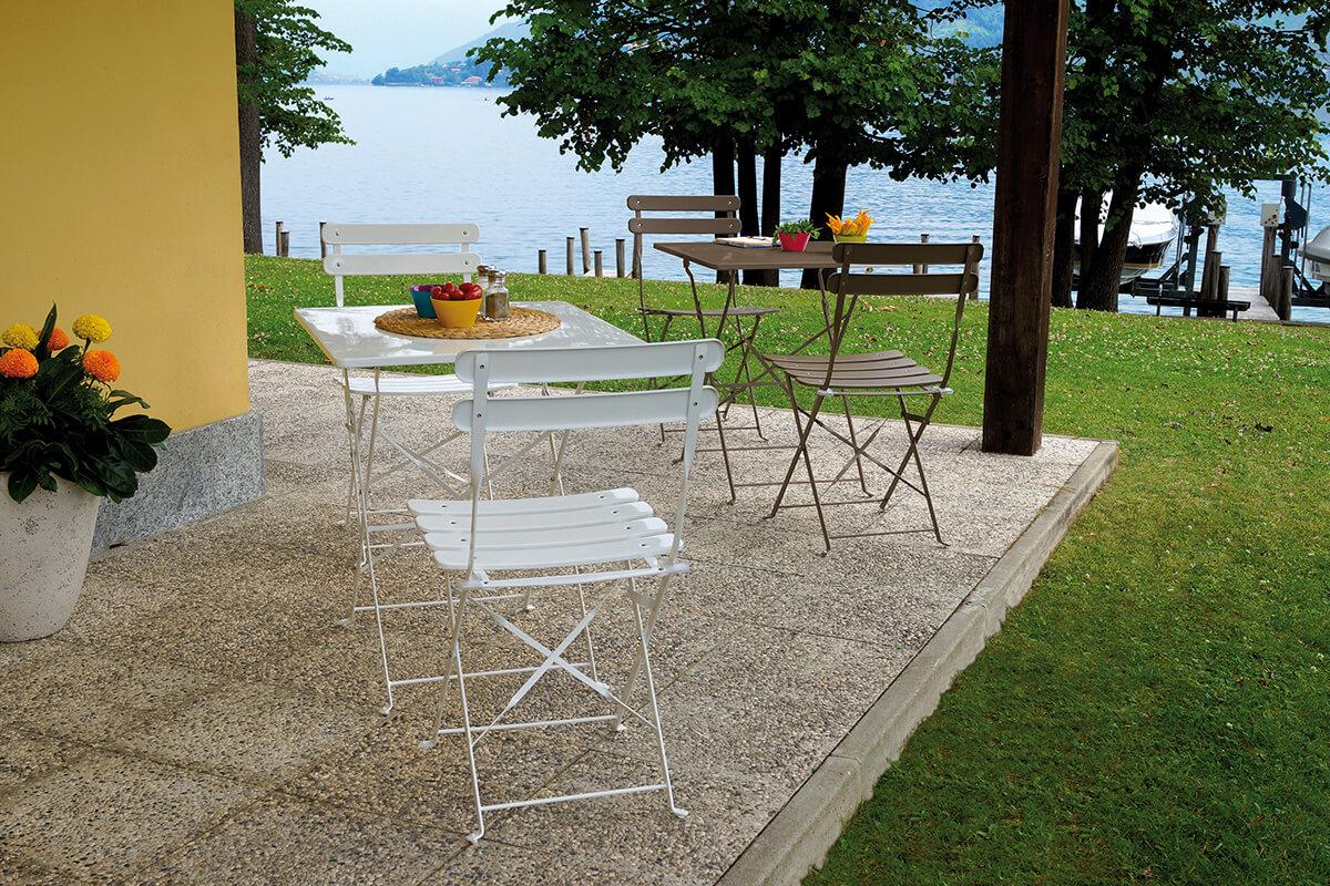 Tavolo e sedie da giardino